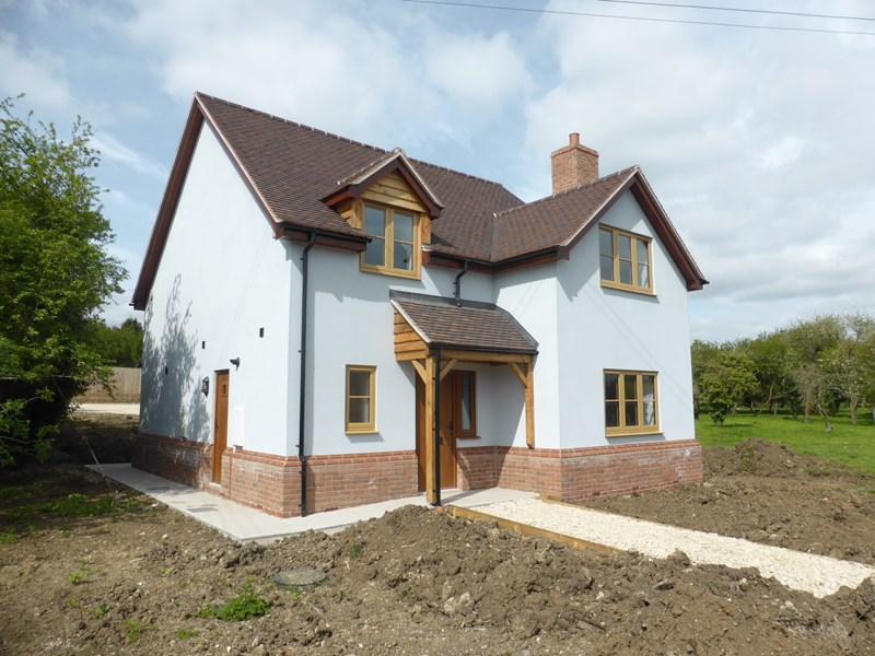 3 Bedrooms Detached House for sale in Station Road, Blackminster, Evesham