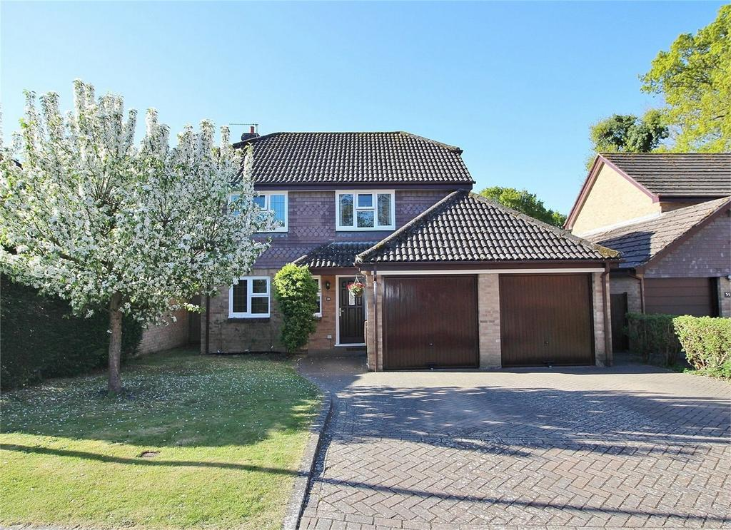 4 Bedrooms Detached House for sale in Hart Close, Uckfield, East Sussex