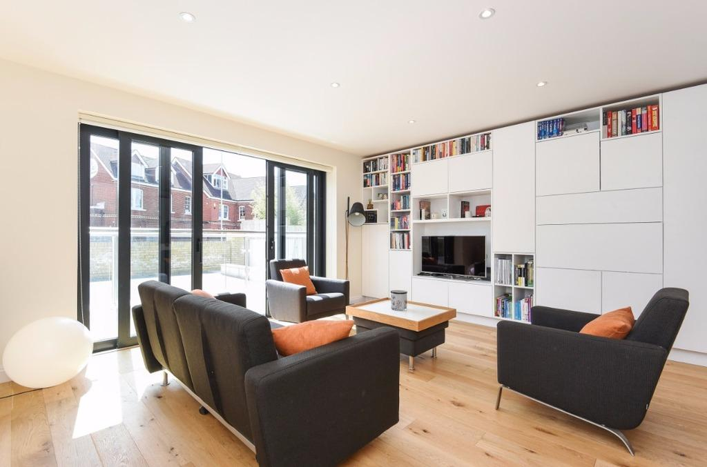 2 Bedrooms Flat for sale in The Upper Drive Hove East Sussex BN3