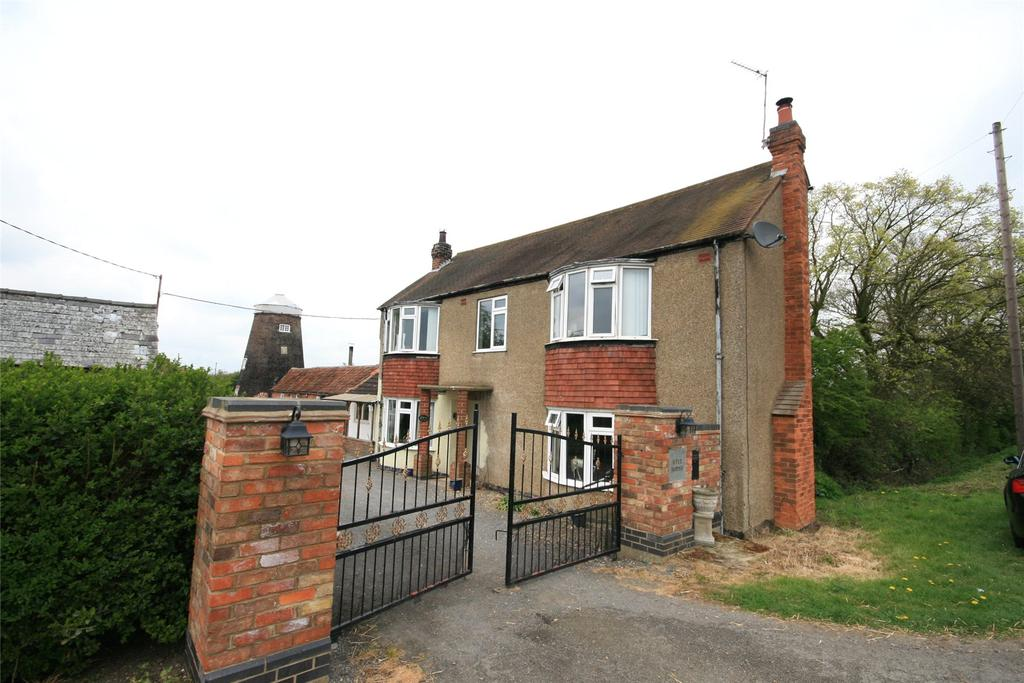 4 Bedrooms Detached House for sale in Main Road, Stickford, PE22