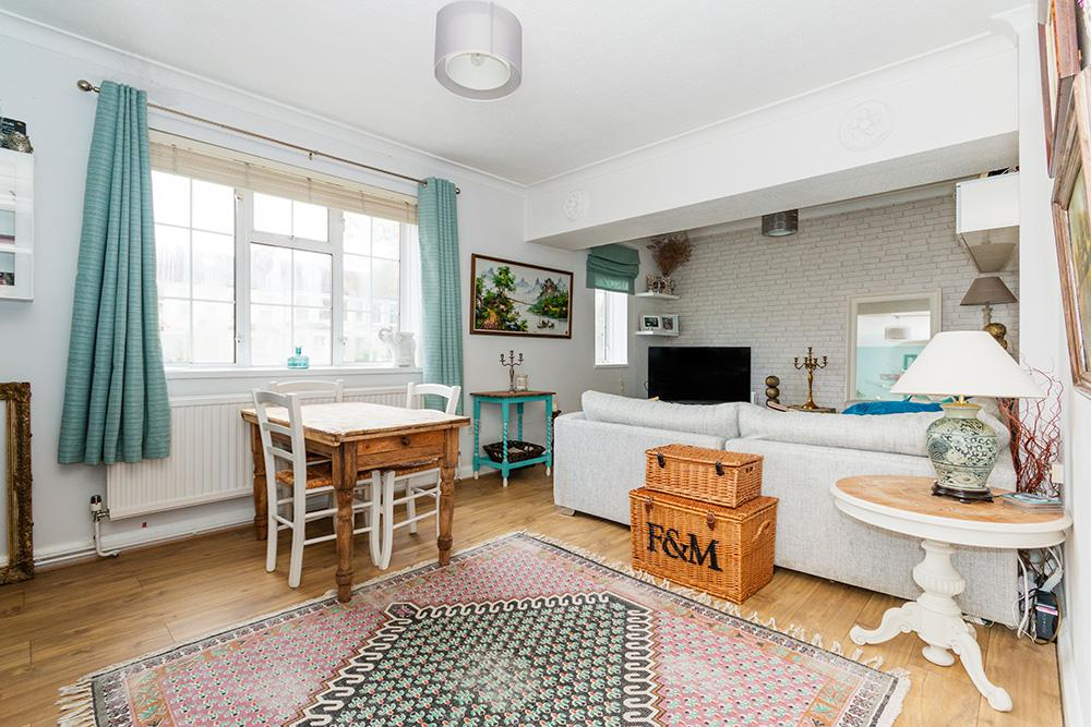2 Bedrooms Flat for sale in Mastin House, Merton Road, London, SW18