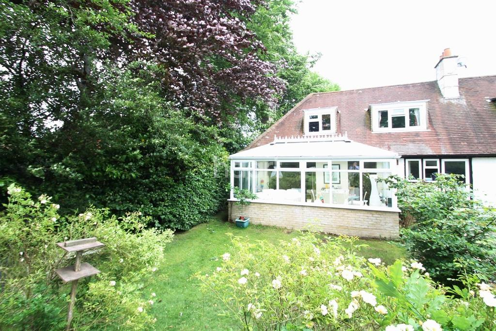 2 Bedrooms Semi Detached House for sale in Overlooking the Cricket Ground, Grayshott