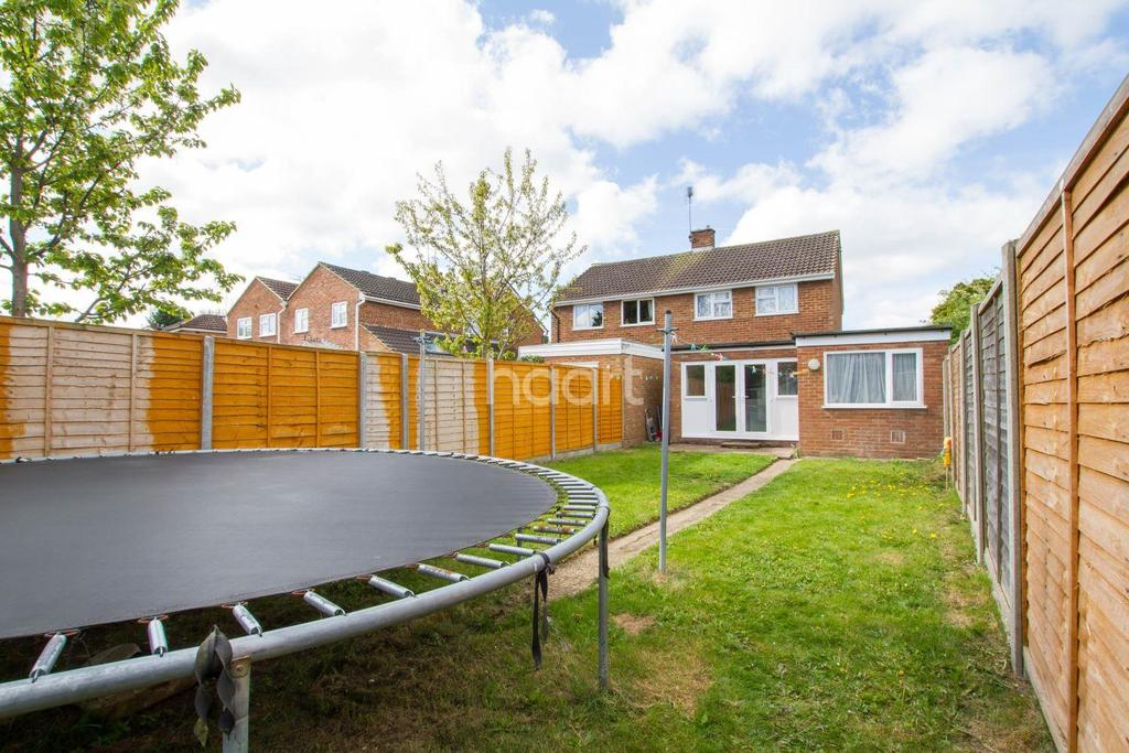 3 Bedrooms Semi Detached House for sale in Lilac Grove, Luton