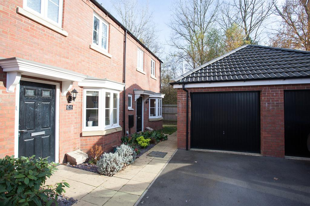 3 Bedrooms Semi Detached House for sale in Grebe Close, Calvert Green