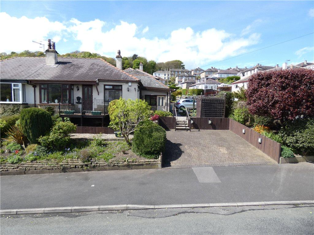 2 Bedrooms Semi Detached Bungalow for sale in Woodcot Avenue, Baildon, West Yorkshire