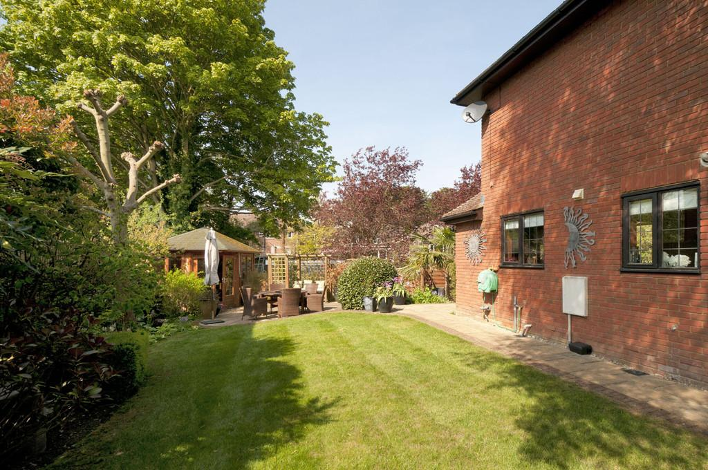 4 Bedrooms Detached House for sale in The Rocks Road, East Malling