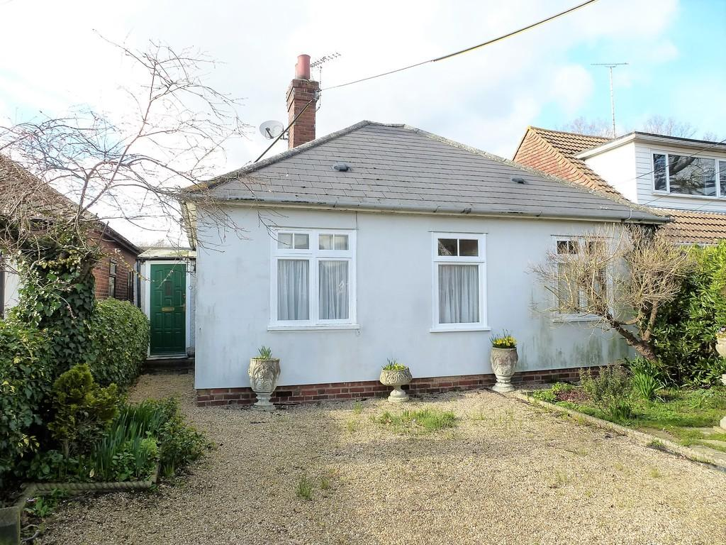2 Bedrooms Detached Bungalow for sale in Grigg Lane, Headcorn