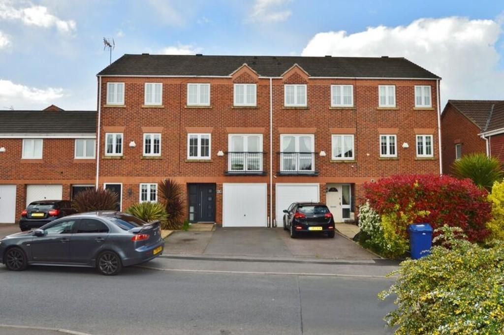 3 Bedrooms Town House for sale in Eaton Drive, Rugeley