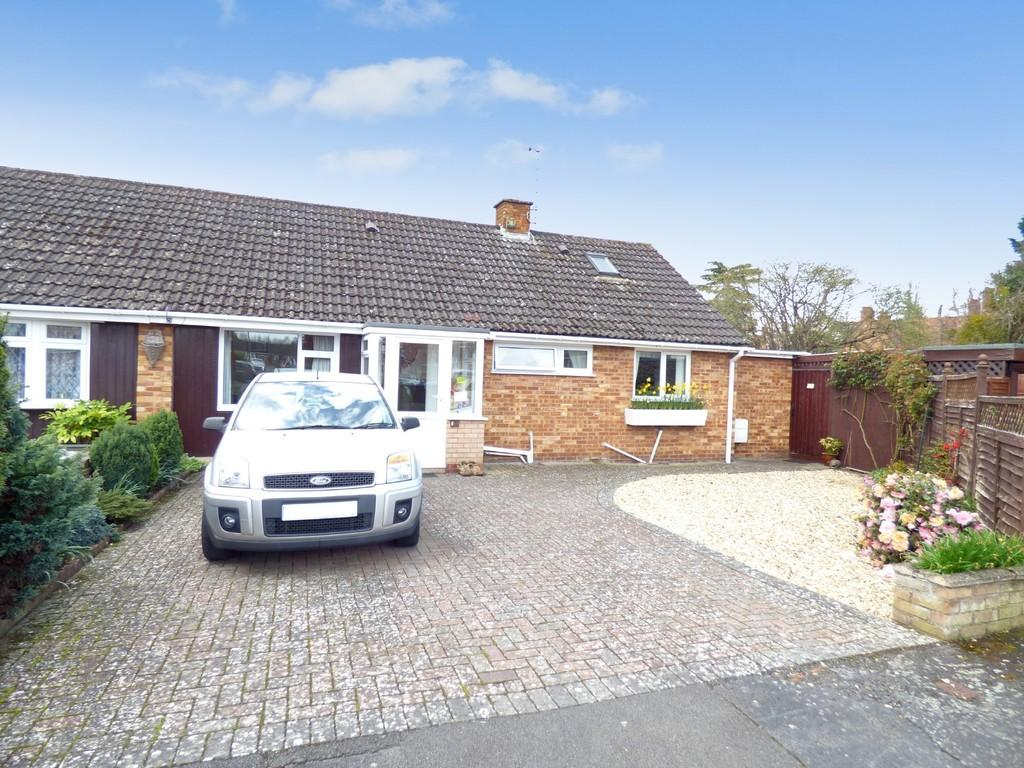 3 Bedrooms Semi Detached Bungalow for sale in Cherry Orchard, Stratford Upon Avon