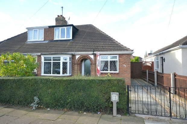 3 Bedrooms Semi Detached Bungalow for sale in Croxby Avenue, GRIMSBY