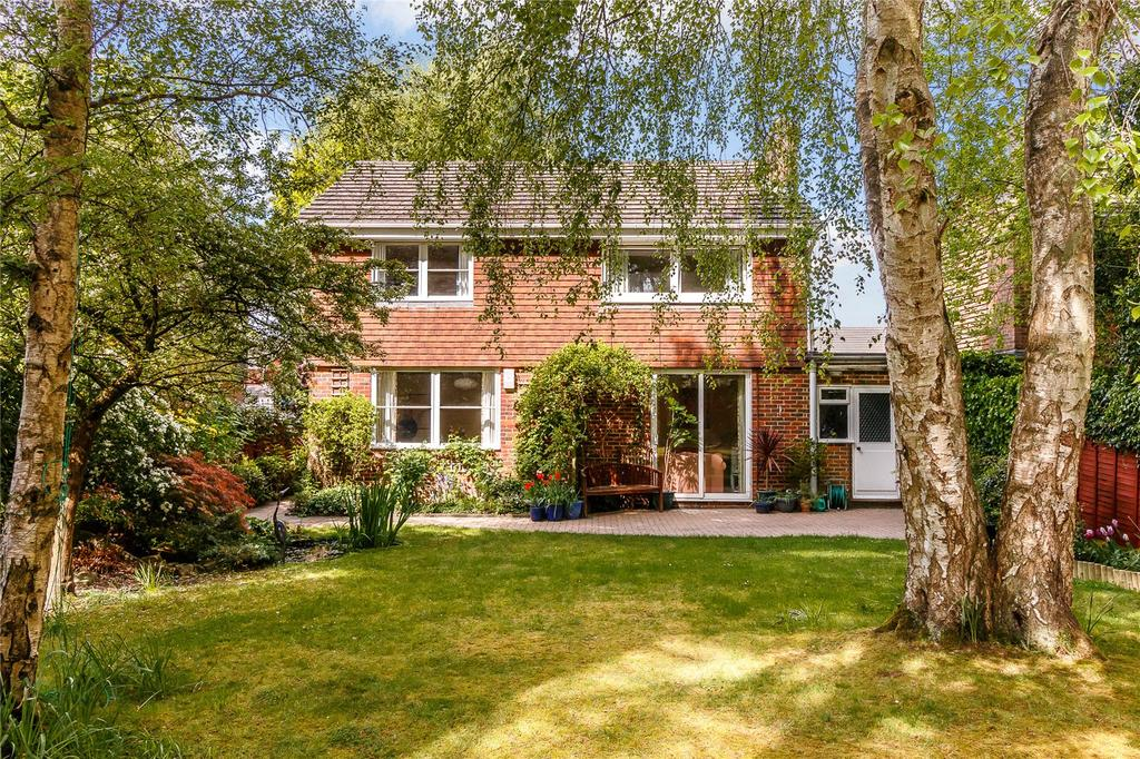 4 Bedrooms House for sale in Oakwood Road, Windlesham, Surrey