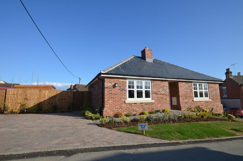 3 Bedrooms Detached Bungalow for sale in Chapel Lane, West Bergholt, Colchester