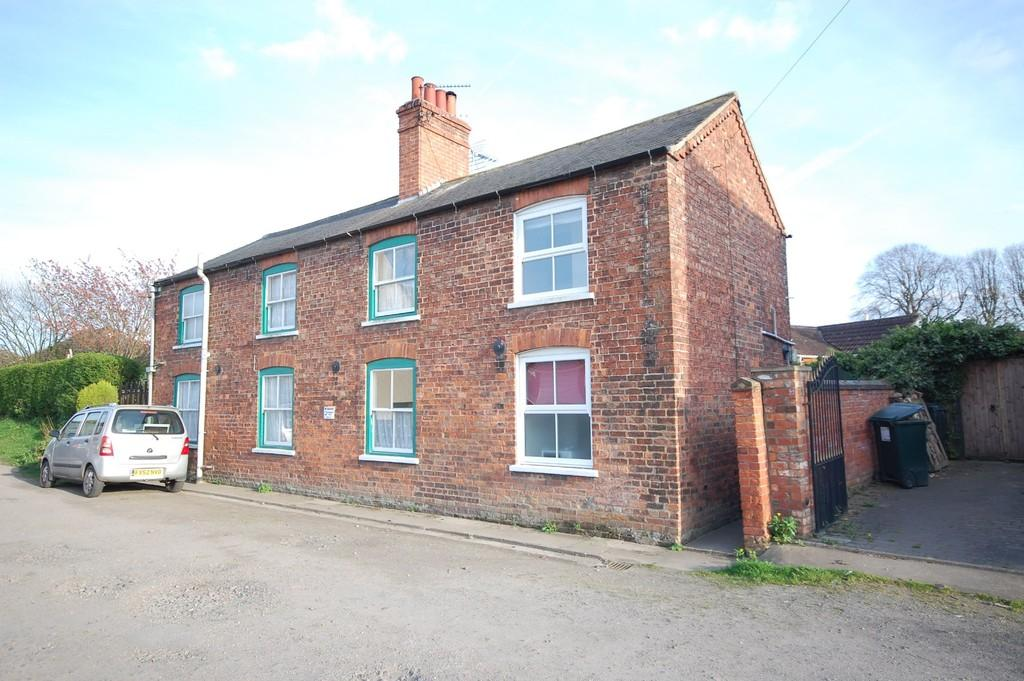 2 Bedrooms Semi Detached House for sale in North Thoresby