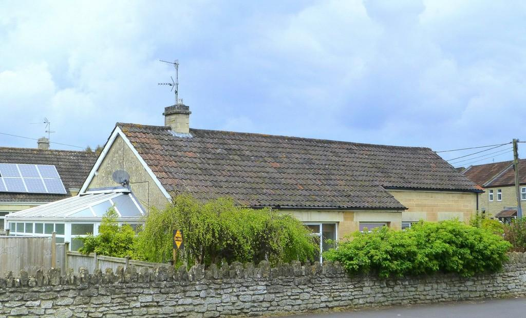 3 Bedrooms Detached Bungalow for sale in Huntingdon Street, Bradford On Avon