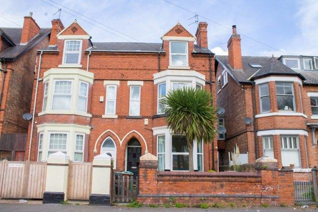 3 Bedrooms Semi Detached House for sale in Herbert Road, Sherwood Rise, Nottingham, NG5 1BS