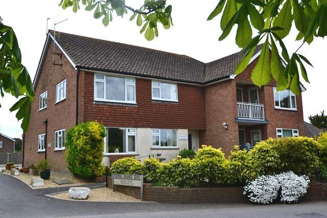 2 Bedrooms Flat for sale in Berkeley Court, Ferringham Lane, Ferring, West Sussex, BN12 5LN