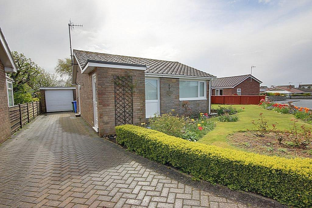 2 Bedrooms Detached Bungalow