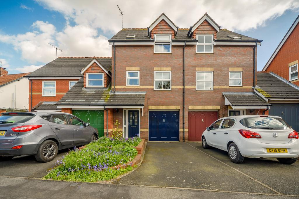 3 Bedrooms Town House for sale in Moorlands Avenue, Kenilworth