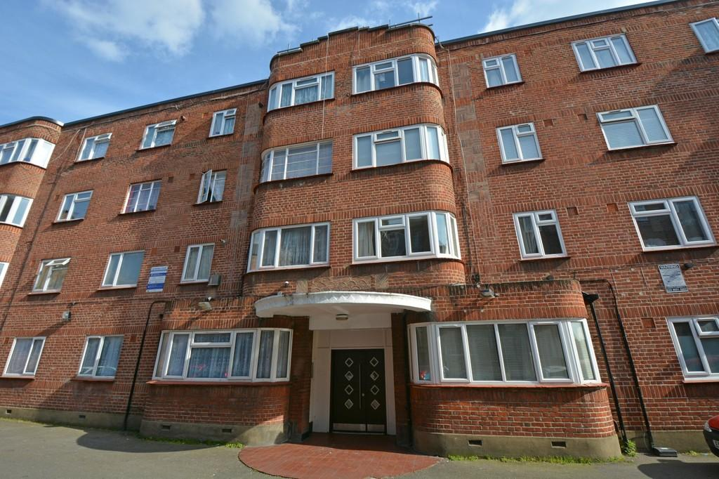 2 Bedrooms Ground Flat for sale in Lea Bridge Road, Leyton