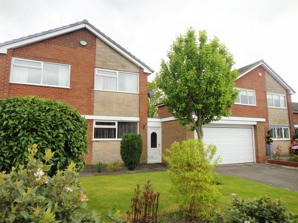 4 Bedrooms Detached House for rent in Liskeard Drive, Bramhall, Stockport