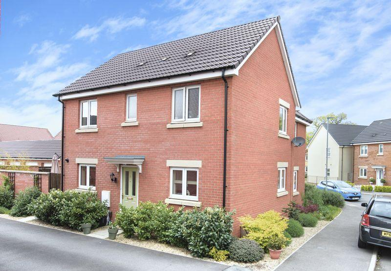 3 Bedrooms Semi Detached House for sale in Godley Lane, Trowbridge