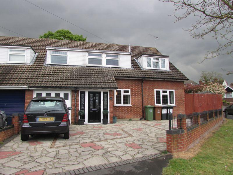 5 Bedrooms Semi Detached House for sale in Old Road,