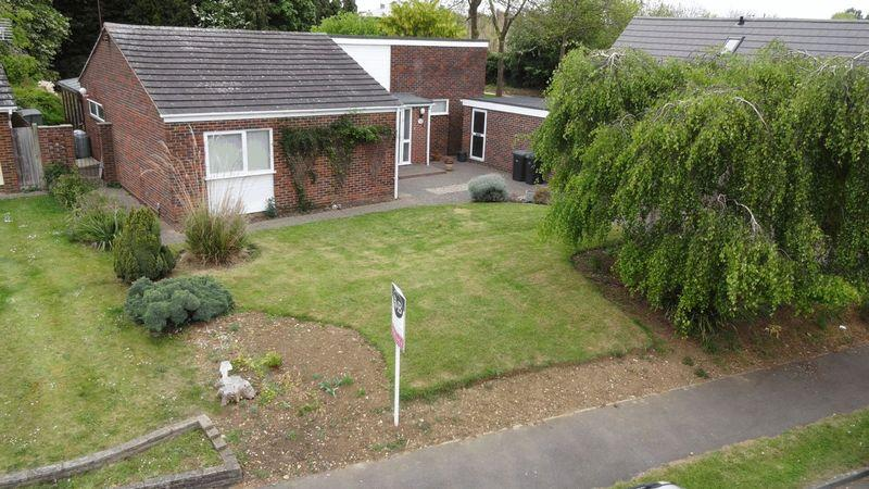 2 Bedrooms Detached Bungalow for sale in Stony Wood, Harlow, Essex