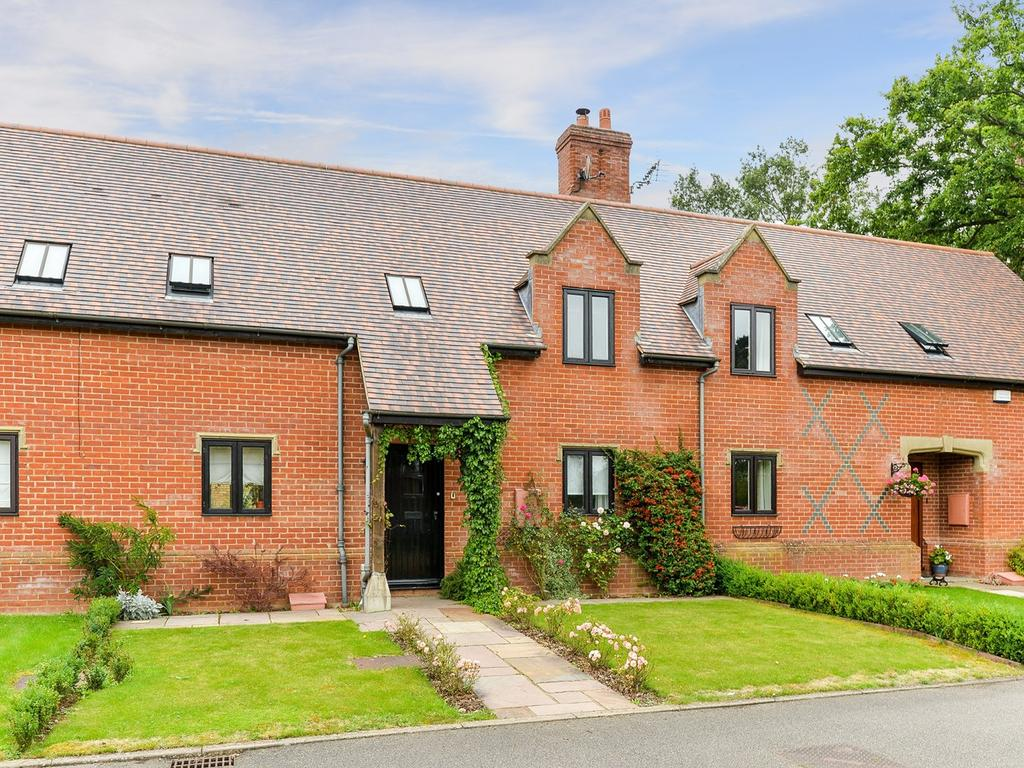 3 Bedrooms Mews House for sale in Manor Court, Westoning, MK45