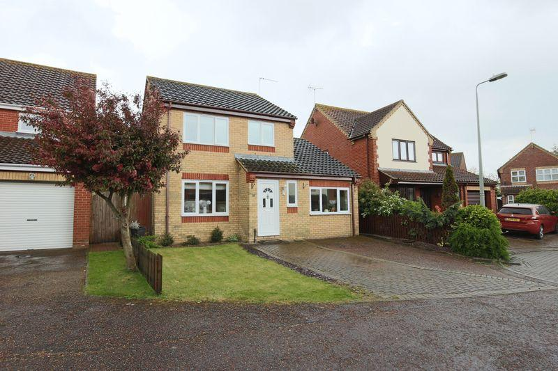3 Bedrooms Detached House for sale in Ashtree Gardens, Carlton Colville
