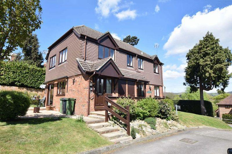 2 Bedrooms Maisonette Flat for sale in Church Lane, Bearsted, Maidstone