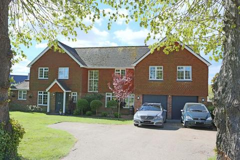 5 bedroom detached house for sale - Manor Drive, Cuckfield