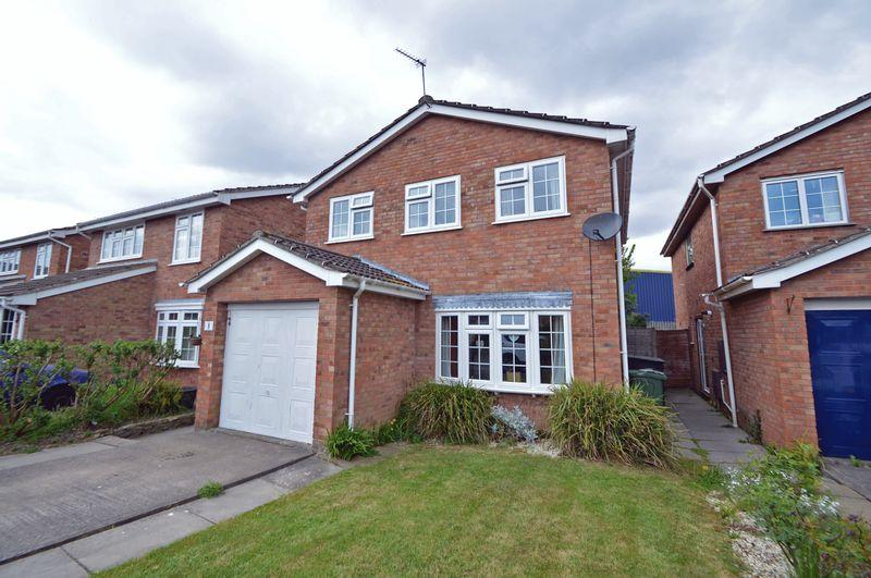 4 Bedrooms Detached House for sale in Cul de sac location not too far from Clevedon Town Sea Front