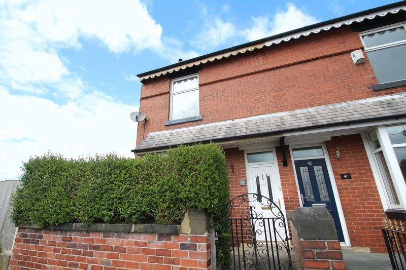 2 Bedrooms Semi Detached House for sale in Battersby Street, Bamford, Rochdale OL11 4DE