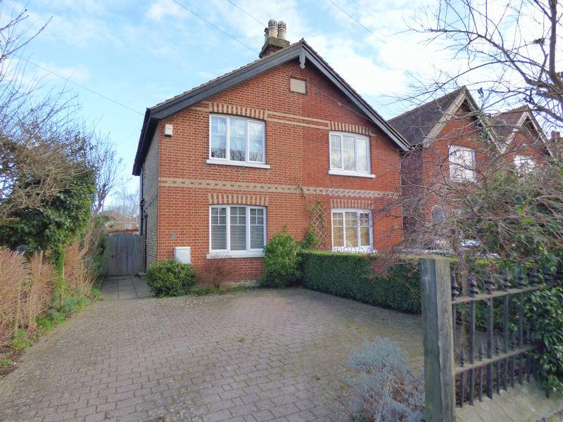 3 Bedrooms Unique Property for sale in Bookham