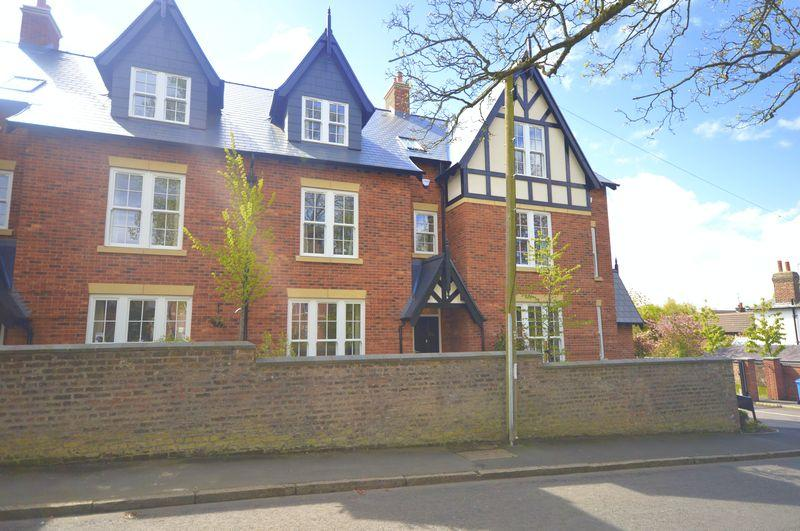 5 Bedrooms Town House for sale in Carnatic Road, Mossley Hill