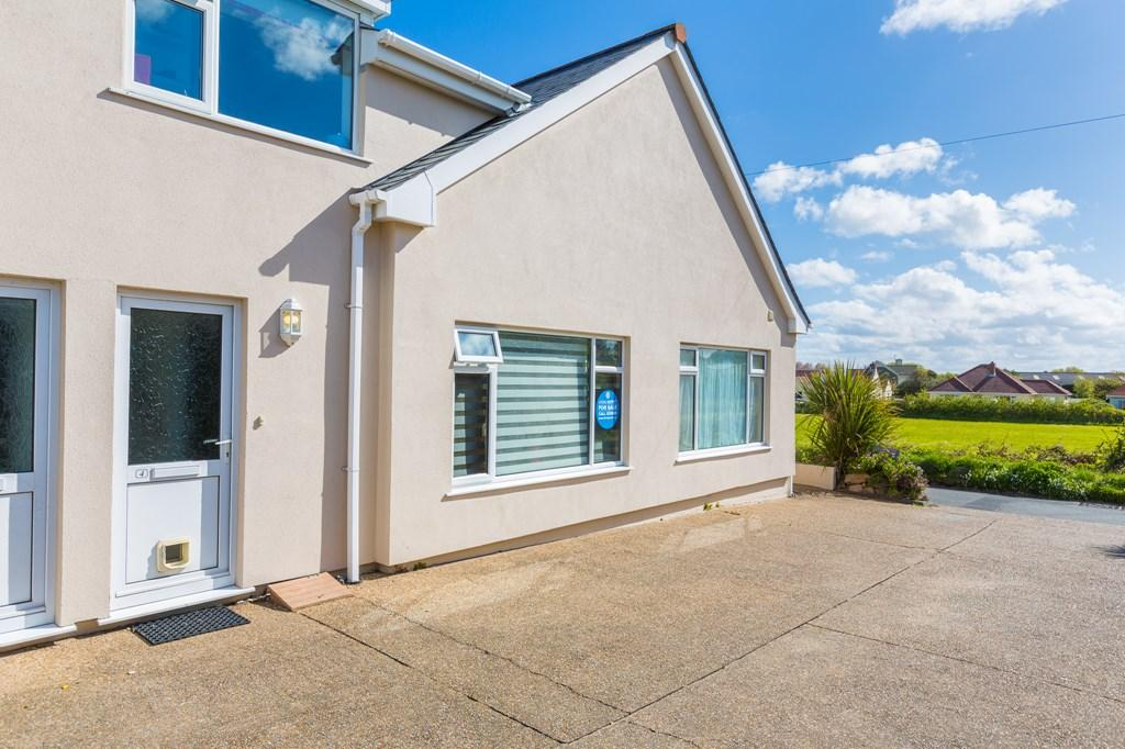 1 Bedroom Terraced House for sale in Rue Des Francais, Castel, Guernsey