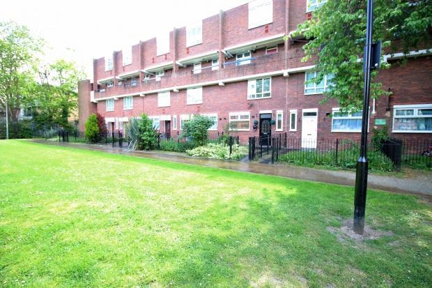 2 Bedrooms Maisonette Flat for sale in Estridge Close, HOUNSLOW, TW3