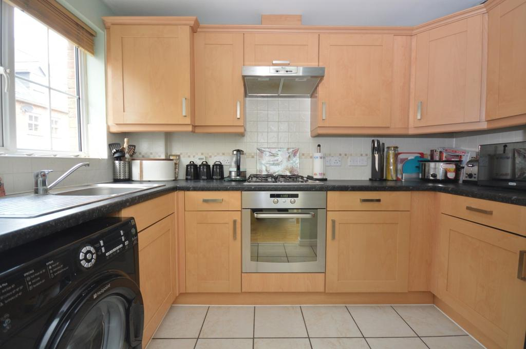 2 bedroom semi detached house in braintree 2 bed house for for Kitchen design 60035