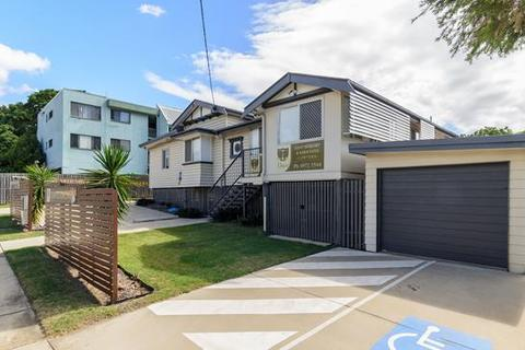 11 bedroom house  - 6 Roseberry Street, GLADSTONE CENTRAL, QLD 4680