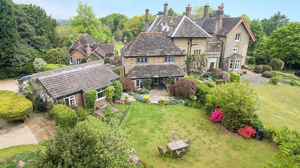 4 Bedrooms Detached House for sale in Bedales, Lewes Road, Haywards Heath