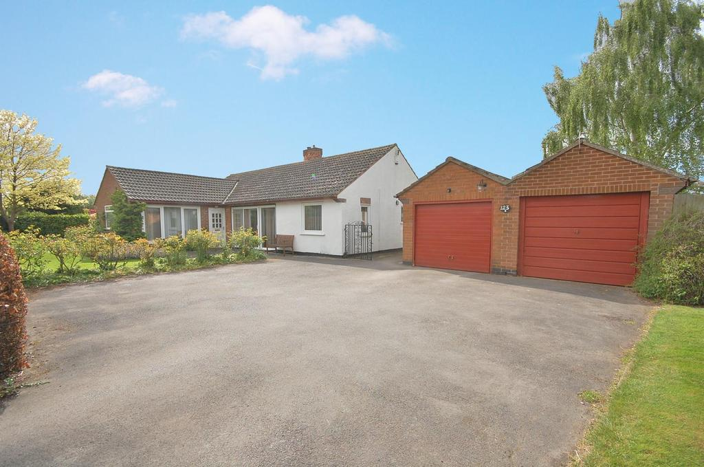 3 Bedrooms Detached Bungalow for sale in Shelford Road, Radcliffe-On-Trent, Nottingham