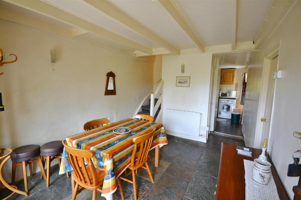 2 Bedrooms Detached House for sale in Fishguard