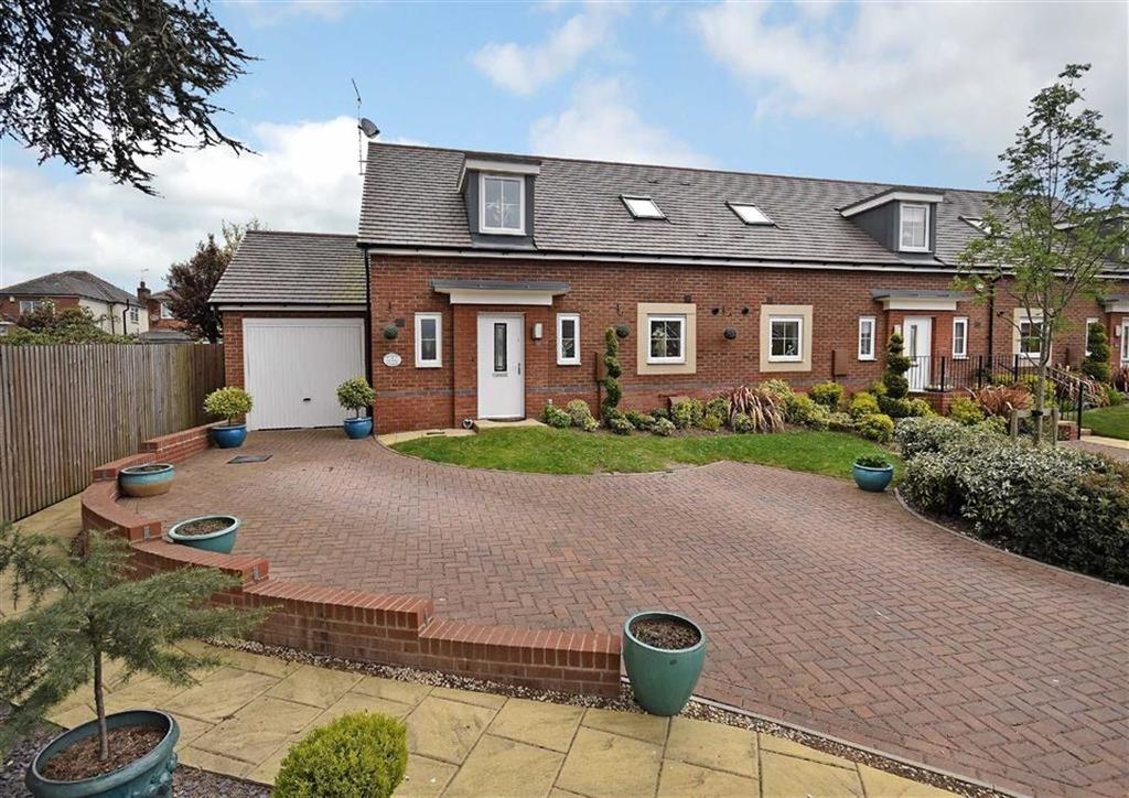 2 Bedrooms Semi Detached Bungalow for sale in 16, Gladstone Place, Blakedown, Kidderminster, Worcestershire, DY10