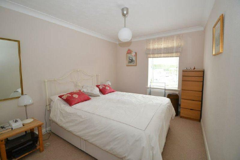 Cranford avenue exmouth 2 bed flat 225 000 for Beds exmouth