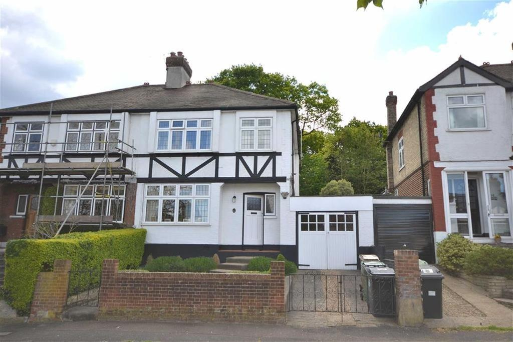 3 Bedrooms Semi Detached House for sale in Larkshall Crescent, Chingford