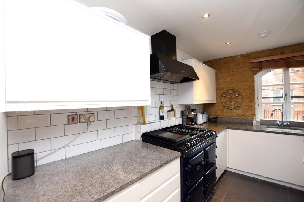 Brunswick Court London Bridge SE1 3 Bed Flat For Sale 1 035 000
