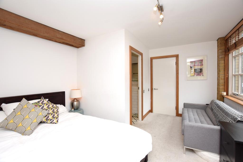 Brunswick Court London Bridge SE1 3 Bed Flat 1 035 000