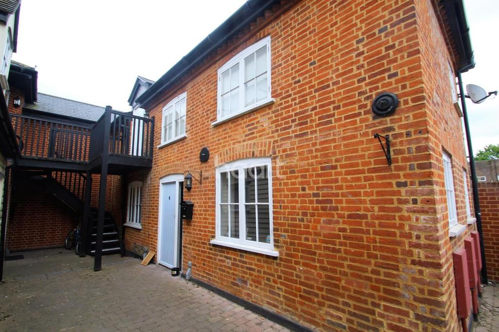 2 Bedrooms Flat for sale in Coach House Way, Witham, CM8
