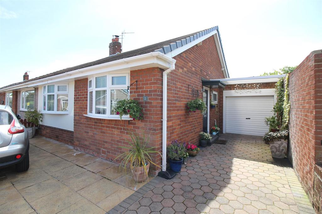 2 Bedrooms Semi Detached Bungalow for sale in St Anselms Crescent, North Shields