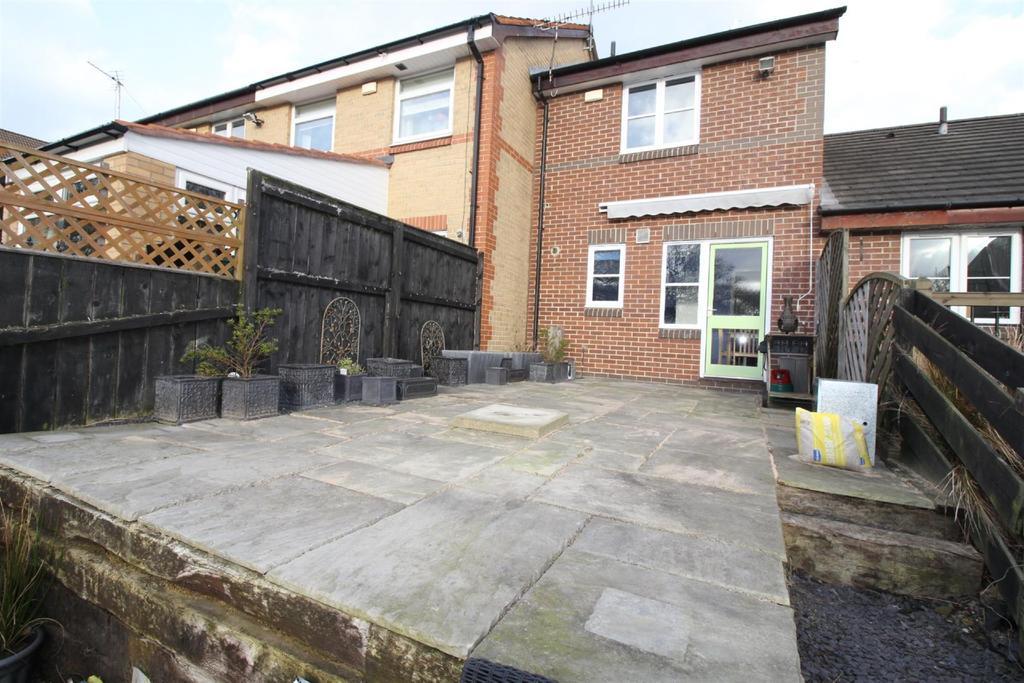 2 Bedrooms Terraced House for sale in Hazeldene Court, Tynemouth